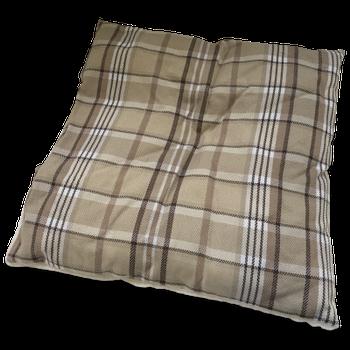 Beau & Bess hondenhome geeft je hond een mooie plek om zich lekker even terug te trekken. Welke hond wil nu niet een eigen huisje om te slapen? Het dak kun je er gemakkelijk opzetten/afhalen d.m.v. een ritsbevestiging. Het dak is dan ook te gebruiken als losse matras (makkelijk om mee te nemen op vakantie) en ook de dikkere matras binnen in is los zodat je die ook apart kunt wassen. De onderkant is voorzien van een antislip materiaal om schuiven op gladde ondervloeren te voorkomen. Maat: 47 x 39 x 40 cm.
