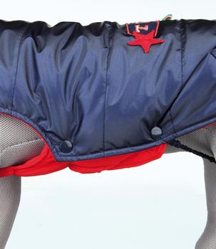 met zachte voering en wattering met elastische borstflap met aanlijnvoorziening met opstaande kraag met modieus detail op de rug omgezoomde beenlussen voor de achterpoten met drukknopen van katoen en polyester kleur: blauw  Maat: XS30: Buikomvang 22-30 cm. Lengte 30 cm.