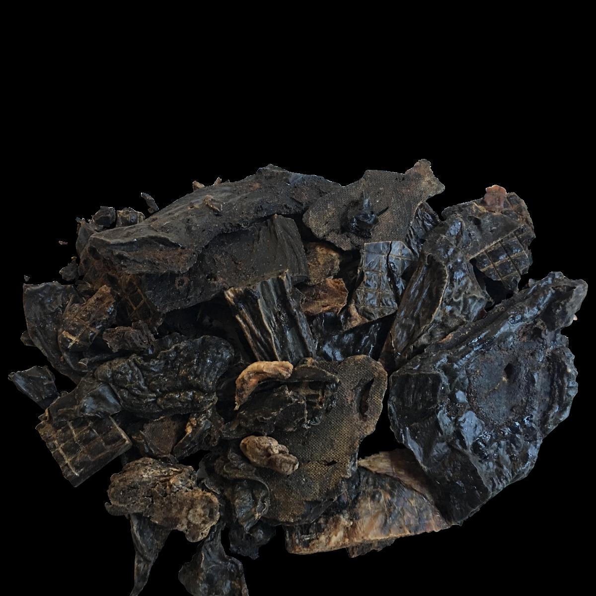 Gedroogde runderlever is een heerlijke snack voor uw hond! Deze stukken gedroogde lever zijn heel smakelijk en een bron van veel belangrijke voedingsstoffen, zoals vitamine A, vitamine B12, kalium, natrium, calcium, fosfor, ijzer en zink.  geen toevoegingen gedroogde runderlever 100% natuurlijk product. zak 750 gr.