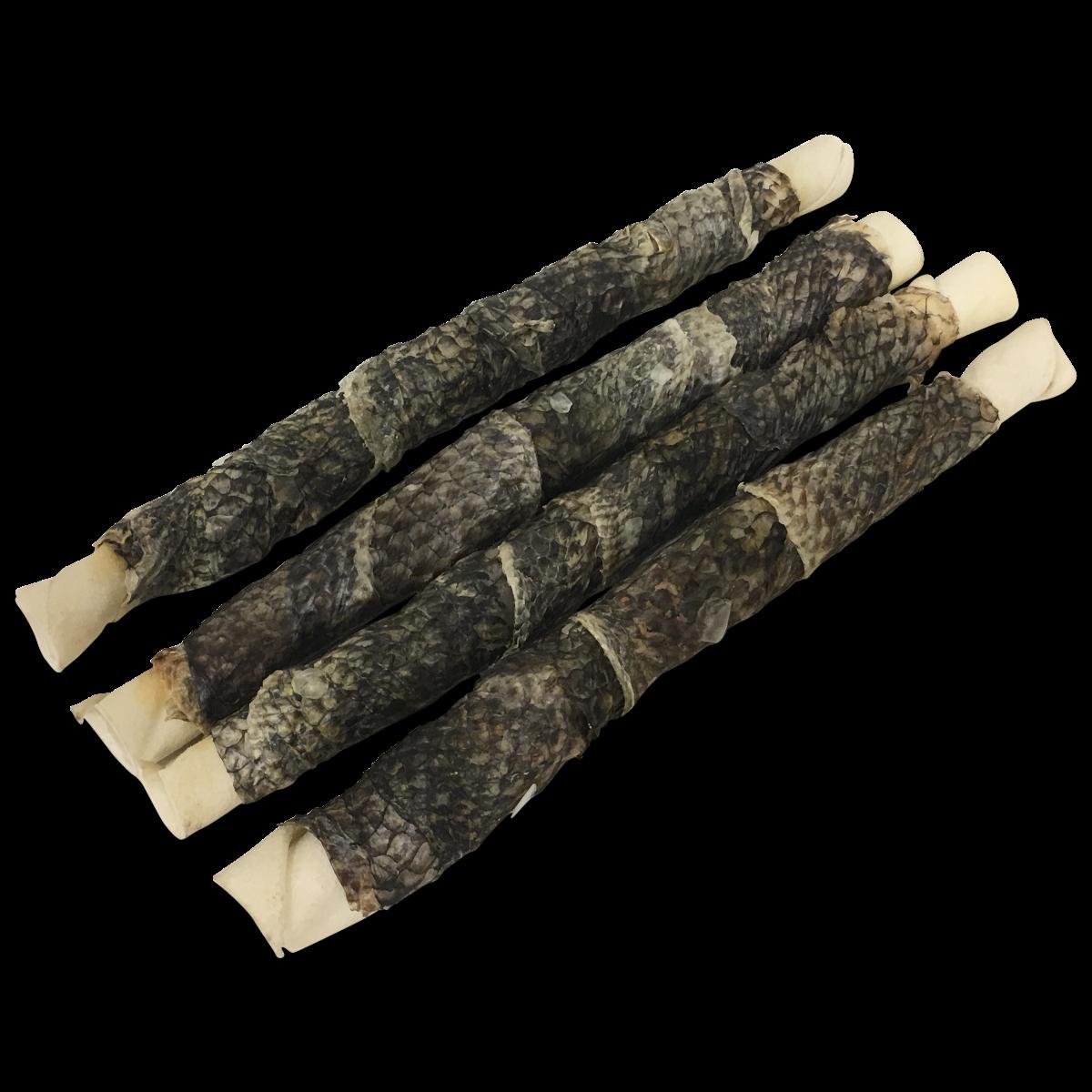 Rawhide (gedroogde runderhuid) omwikkeld met vis. Een ware delicatesse voor elke hond. Ook bestelbaar in andere maten/lengtes. Zak 400 gr. is ca. 4 stuks. Ingrediënten: 80% Runderhuid 20% Vis