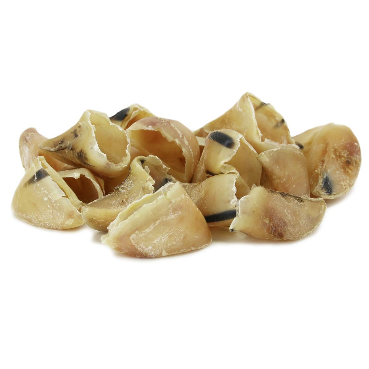 100% puur rund! geen toevoegingen goed voor tanden en tandvlees welkome tractatie voor tussendoor.  Let op: Hoefjes kunnen erg scherp zijn! Blijf even bij je hond om te kijken of de hond gaat schrokken.