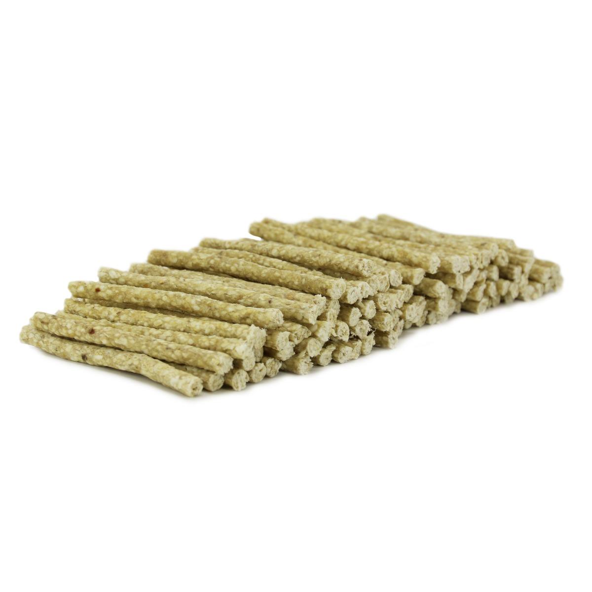 ca. 13 cm. voordeelzak 100 stuks. geperste stick uit verschillende dierlijke producten. heerlijke natuurlijke kauwsnack. zeer geschikt als verantwoord tussendoortje of beloningsnack Verstevigd het tandvlees en helpt tandplak voorkomen.