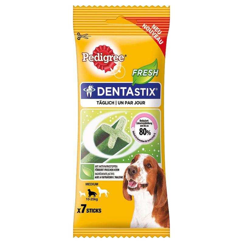 De dagelijkse verzorging van het gebit is bij honden heel belangrijk. Pedigree Dentastix Fresh ondersteunt het behoud van gezonde tanden en tandvlees. De combinatie van Eucalyptus en groene thee-extracten vermindert de slechte adem die wordt veroorzaakt door VSC-bacteriën en zorgt voor een frisse adem. Wetenschappelijk bewezen kunnen de Pedigree Dentastix Fresh bij dagelijks voeren de vorming van tandsteen tot 80% verminderen, dankzij de combinatie van de speciale textuur en reinigende actief werkende stoffen. Pedigree Dentastix Fresh is volledige verteerbaar en er blijft niets van over. Honden houden van de Dentastix Fresh en zullen er alles voor doen! Pedigree Dentastix Fresh:  Unieke X-vorm Combinatie van speciale textuur & actief werkende stoffen Eucalyptus en groene thee-extracten voor frisse adem Kan bij dagelijks voeren de vorming van tandsteen tot 80% verminderen (wetenschappelijk bewezen) Tandverzorging met een bite Passende Stix-grootte voor iedere hond. Pedigree Dentastix Fresh is de gemakkelijke oplossing om de tanden van uw hond gezond en krachtig te houden en zorgen ook voor een frisse adem. Pedigree Dentastix Fresh verzorgen het gebit van uw hond heel gemakkelijk tijdens het kauwen.  Verpakking:  7 stuks (totaal 180 g) voor middelgrote honden (10-25kg)