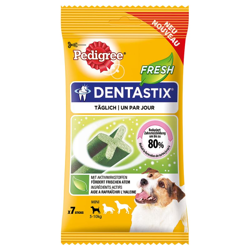 De dagelijkse verzorging van het gebit is bij honden heel belangrijk. Pedigree Dentastix Fresh ondersteunt het behoud van gezonde tanden en tandvlees. De combinatie van Eucalyptus en groene thee-extracten vermindert de slechte adem die wordt veroorzaakt door VSC-bacteriën en zorgt voor een frisse adem. Wetenschappelijk bewezen kunnen de Pedigree Dentastix Fresh bij dagelijks voeren de vorming van tandsteen tot 80% verminderen, dankzij de combinatie van de speciale textuur en reinigende actief werkende stoffen. Pedigree Dentastix Fresh is volledige verteerbaar en er blijft niets van over. Honden houden van de Dentastix Fresh en zullen er alles voor doen! Pedigree Dentastix Fresh:  Unieke X-vorm Combinatie van speciale textuur & actief werkende stoffen Eucalyptus en groene thee-extracten voor frisse adem Kan bij dagelijks voeren de vorming van tandsteen tot 80% verminderen (wetenschappelijk bewezen) Tandverzorging met een bite Passende Stix-grootte voor iedere hond. Pedigree Dentastix Fresh is de gemakkelijke oplossing om de tanden van uw hond gezond en krachtig te houden en zorgen ook voor een frisse adem. Pedigree Dentastix Fresh verzorgen het gebit van uw hond heel gemakkelijk tijdens het kauwen.  Verpakking: 7 stuks (totaal 110 g) voor jonge & kleine honden (5-10kg)