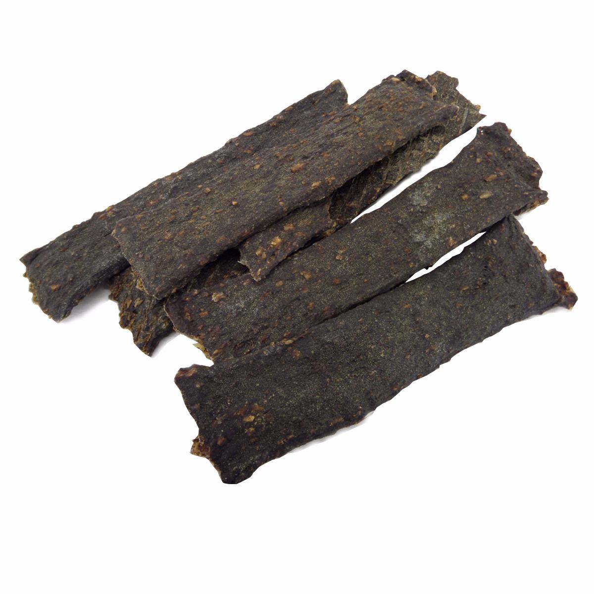 Deze strips van rundvlees zijn een smakelijke snack voor de allergische hond. De rundvleesstrips bevatten alleen 100% rundvlees. De vleesstrips zijn eenvoudig in kleinere stukken te breken waardoor ze naast als kauwsnack ook als beloningssnoepjes kunnen worden gebruikt.  Hondensnack van rundvlees Geen geur- kleur- smaakstoffen Graanvrij; 100% rundvlees  Inhoud: 100 gram