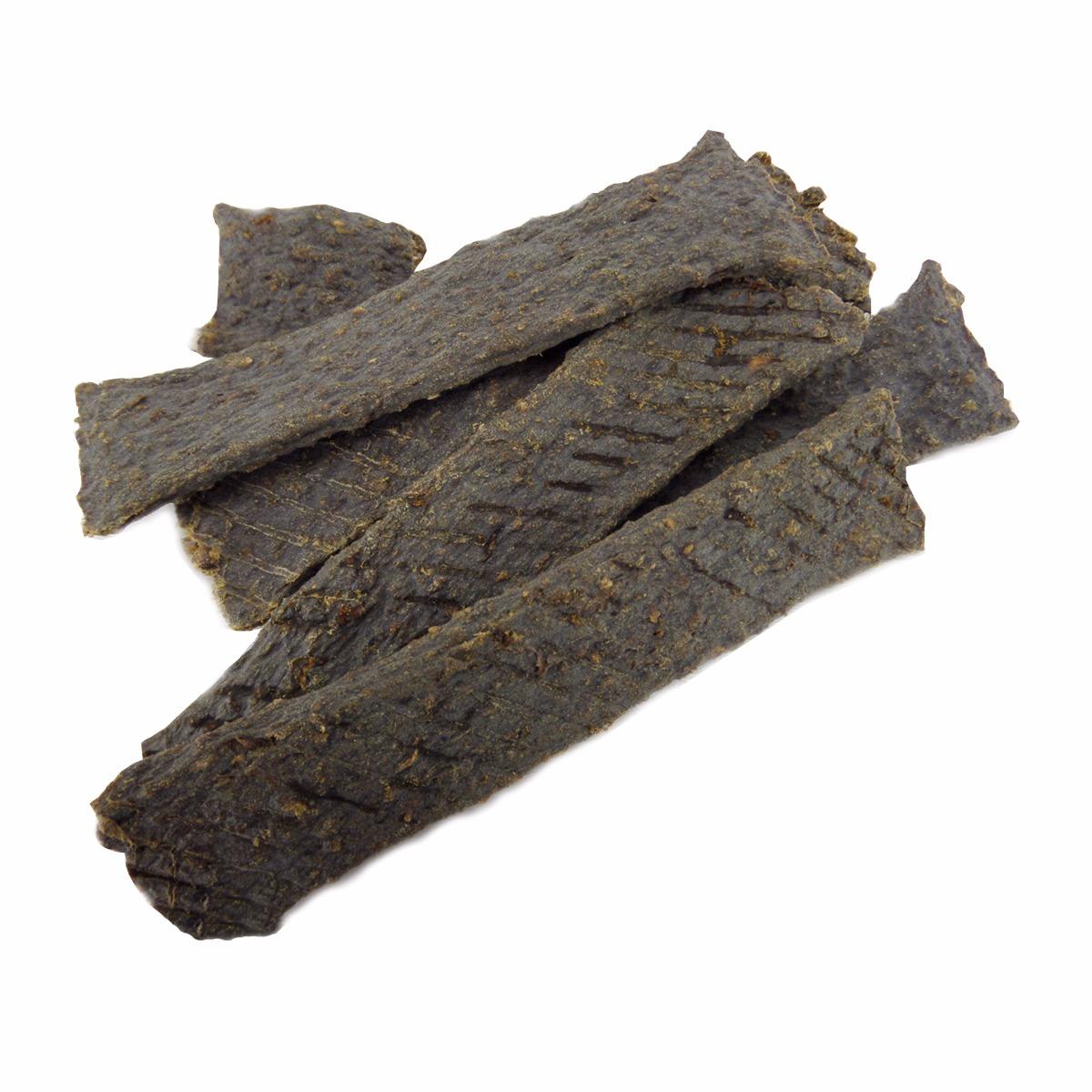 Deze vleesstrips van hertenvlees zijn een smakelijke snack voor elke hond. De hertenvleesstrips bevatten alleen 100% hertenvlees. De vleesstrips zijn eenvoudig in kleinere stukken te breken waardoor ze naast als kauwsnack ook als beloningssnoepjes kunnen worden gebruikt.  Hondensnack van hertenvlees Geen geur- kleur- smaakstoffen Graanvrij; 100% hertenvlees  Inhoud: 100 gram