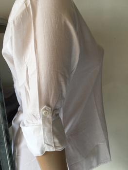 Damesblouse van het merk JAZLYN Leuk model blouse met oprol mouwtjes. Wordt in een bekende landelijke winkelketen verkocht voor € 19,95 Winstpakker; nu voor 2,95 p.st. in een mooie maatserie inclusief de grotere maten. Maatserie 30 stuks: M(5) L(10) XL(5) XXL(5) 3XL(5) Materiaal: 100% katoen. Bij grotere afname (vanaf 200 stuks) prijs op aanvraag!
